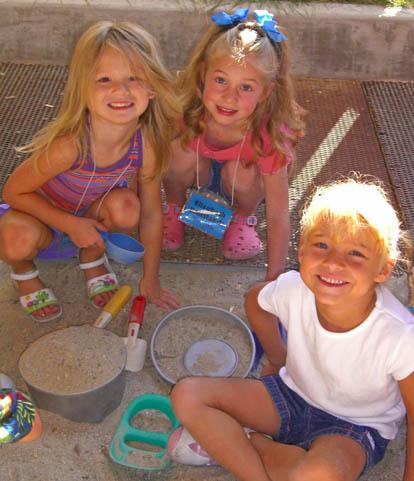 playground-digging-girls-web-size