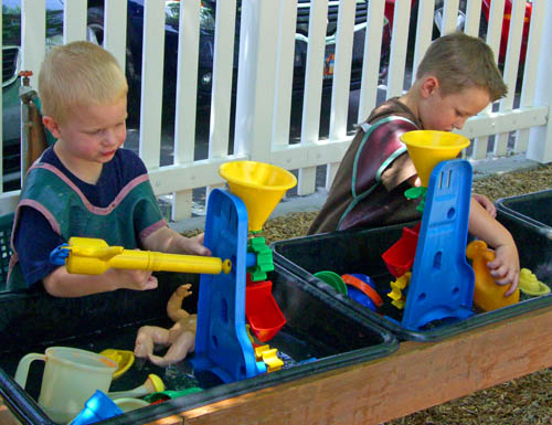 playground-water-table-web-size